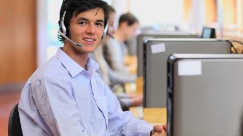 473637301-agent-de-callcenter-contacter-centre-d'appel-conseiller-personne.jpg