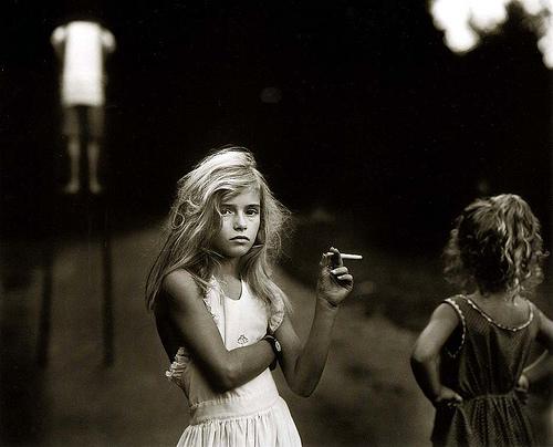 jeune-fille-cigarette
